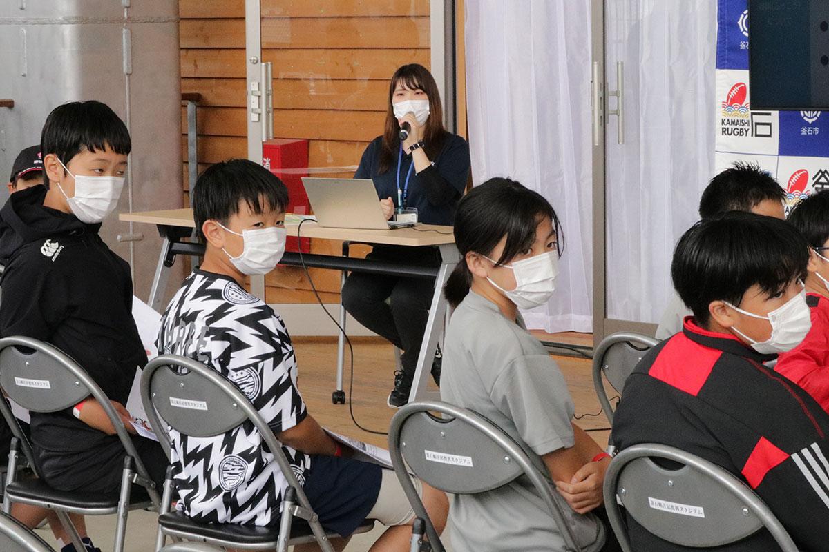 いのちをつなぐ未来館の川崎杏樹さんから当時の避難行動やまちの復興過程を聞いた学習