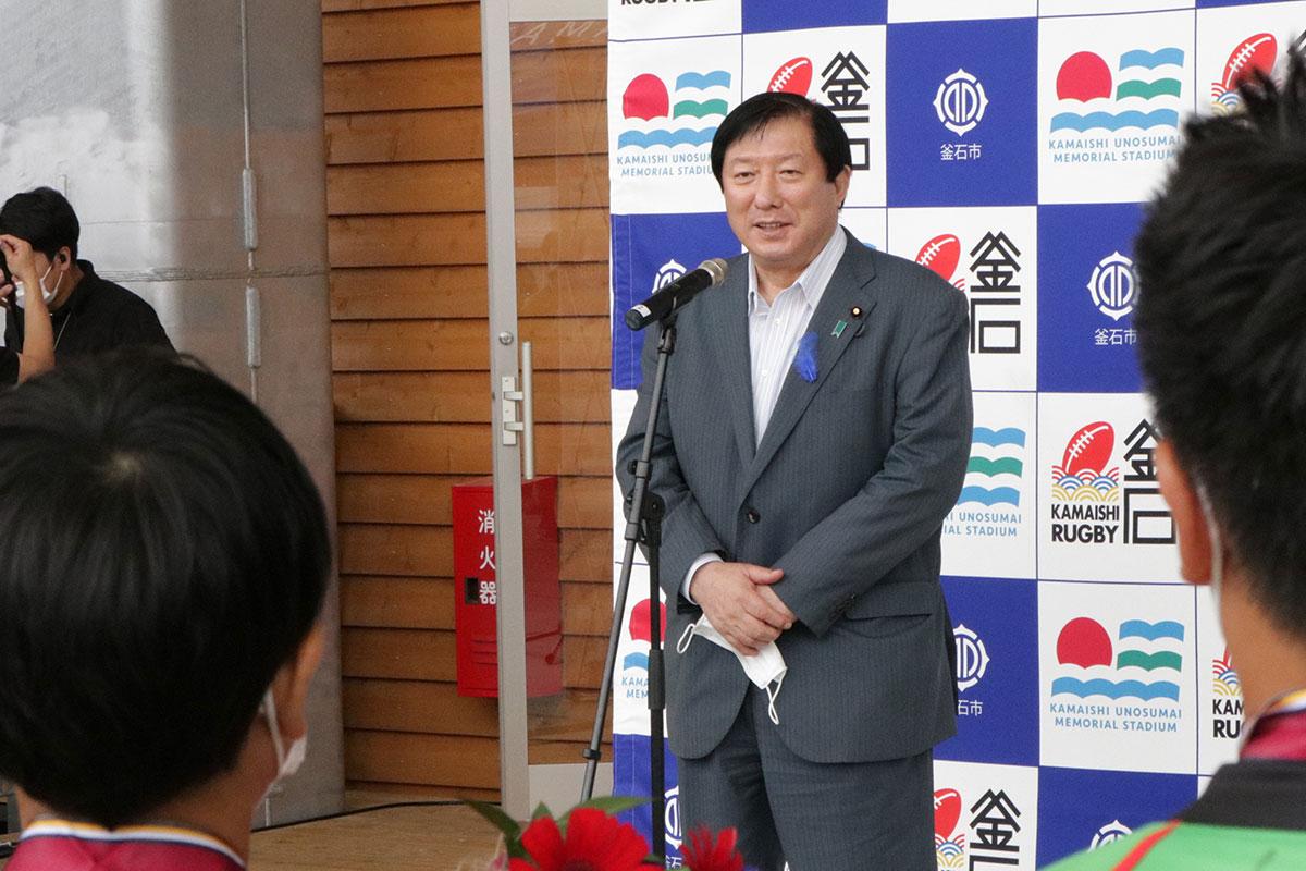 子どもたちの今後の活躍に期待し、熱いエールを送る亀岡偉民復興副大臣