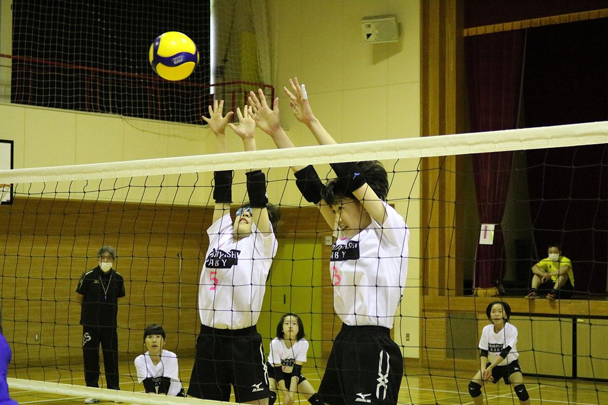 競技経験者の保護者コーチを相手にブロック練習