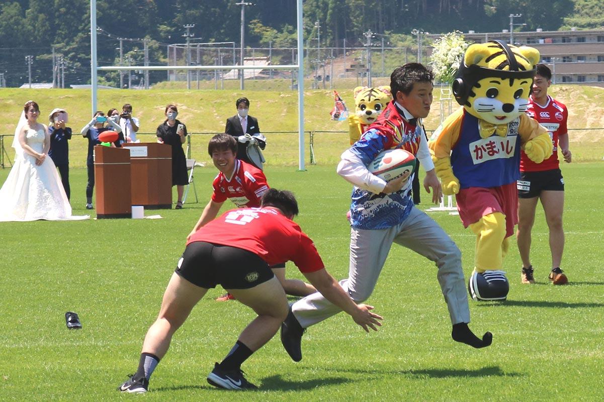 靴が脱げるハプニングをものともせず、SW選手を突破しゴールを目指す和樹さん