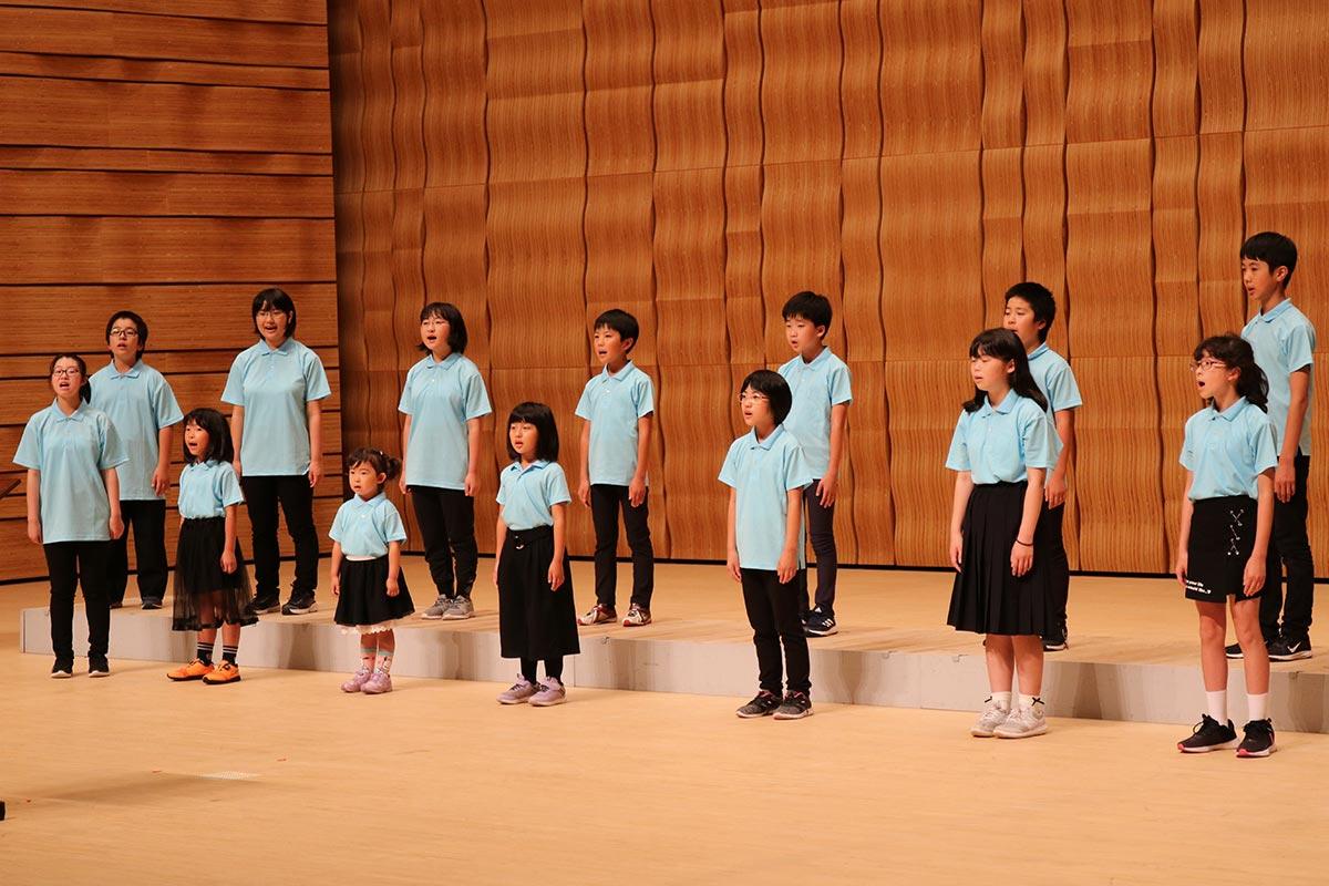 賛助出演した遠野少年少女合唱隊。地域を越えて合唱の輪を広げる