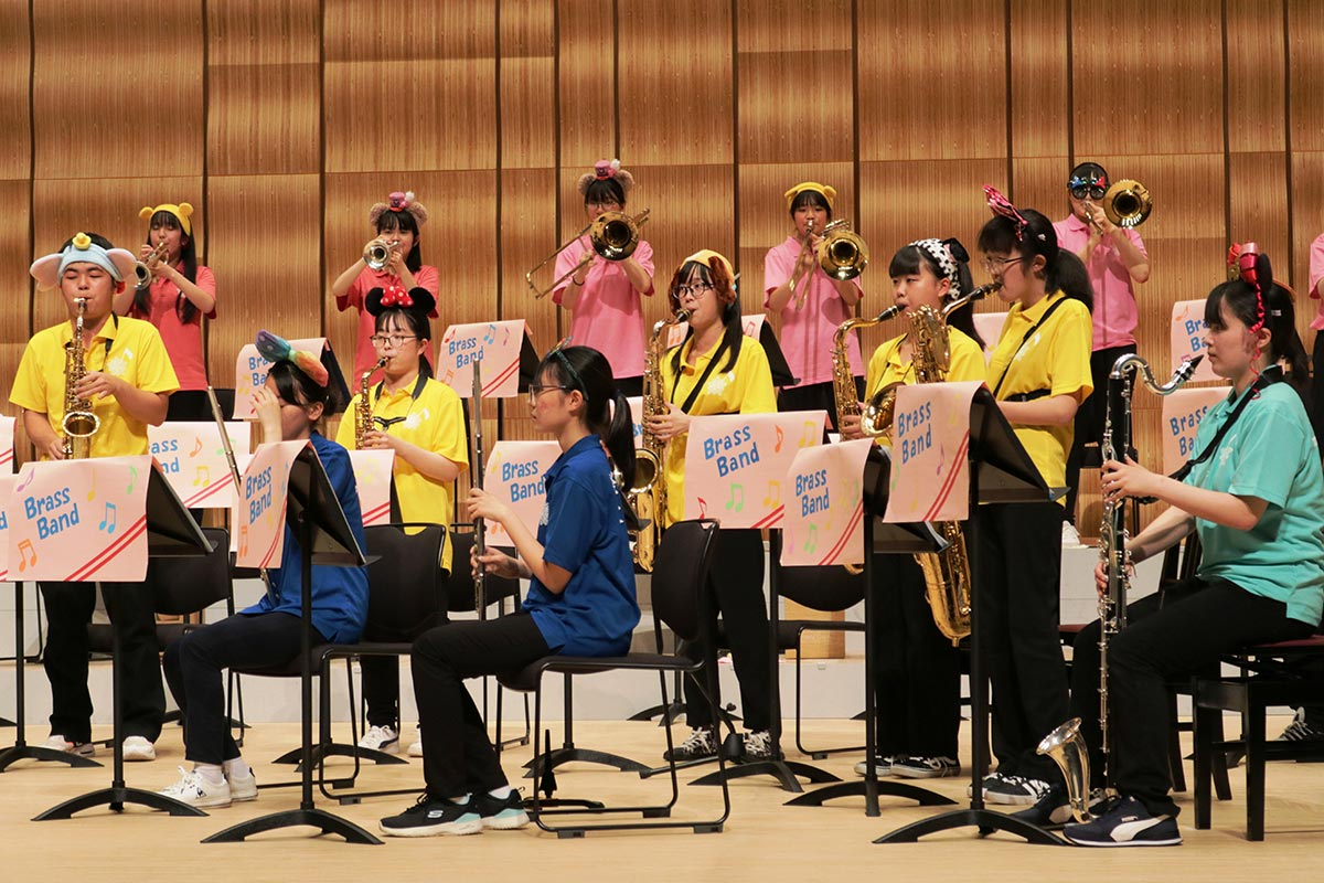 ミッキーマウス・マーチでは各パートが楽器の魅力をアピール