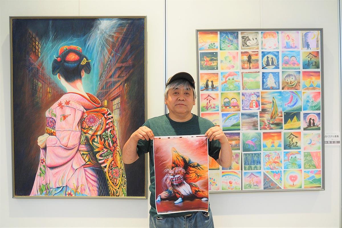 作者の小野寺浩さんと、7月に開かれた「サムディ45」作品展で紹介した色鉛筆・パステル画