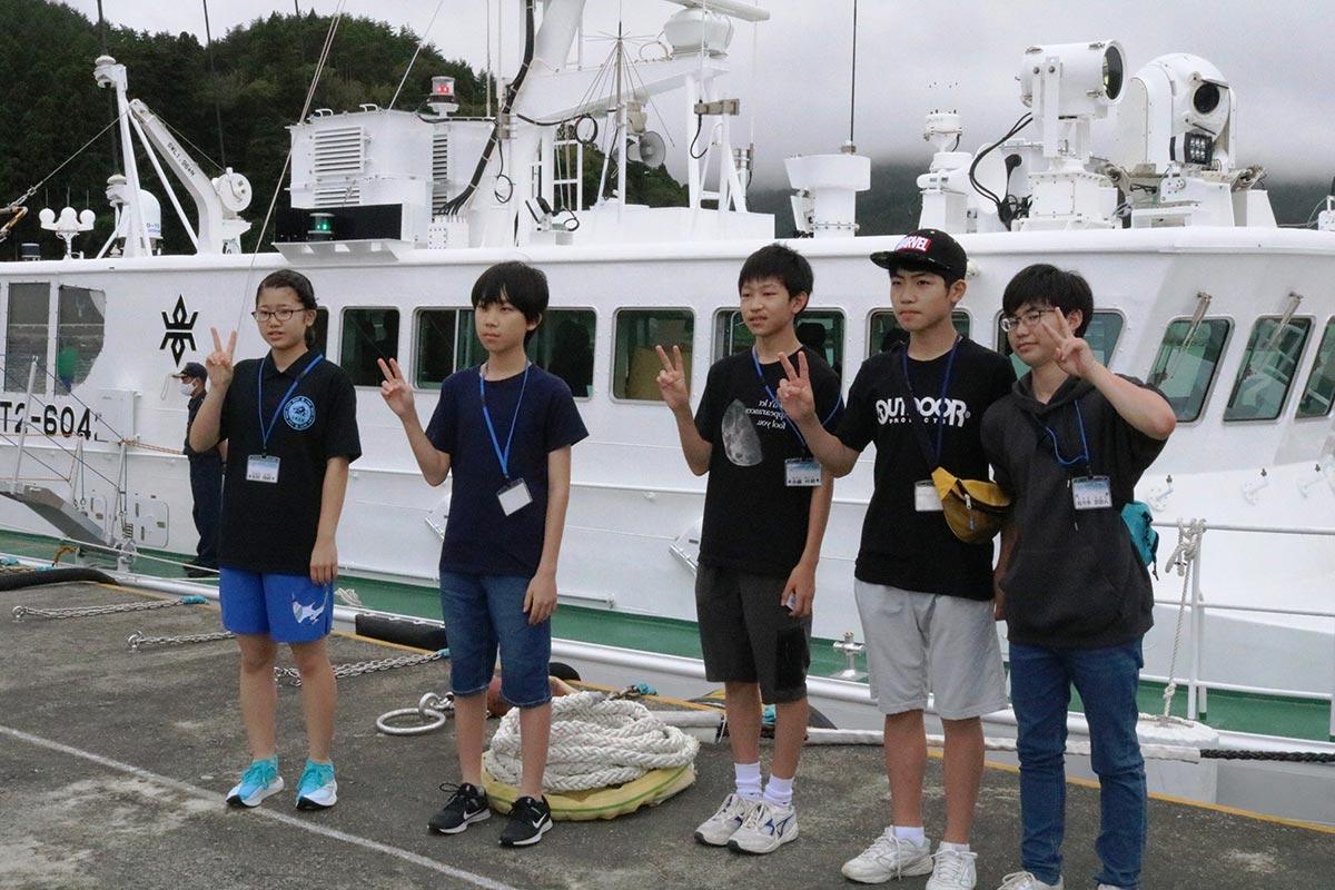 県漁業取締船「岩鷲」を見学したカレッジ参加者