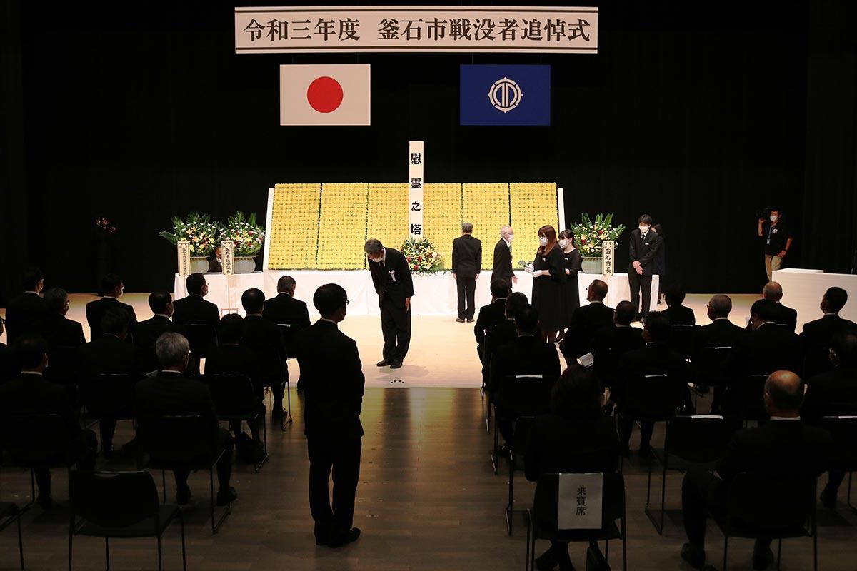 コロナ対策で規模を縮小して行われた戦没者追悼式