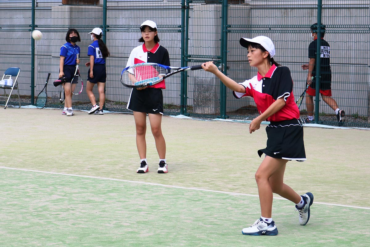 ソフトテニスは釜石高のコートを借用して競技。甲子、釜石、大槌の3校が出場した
