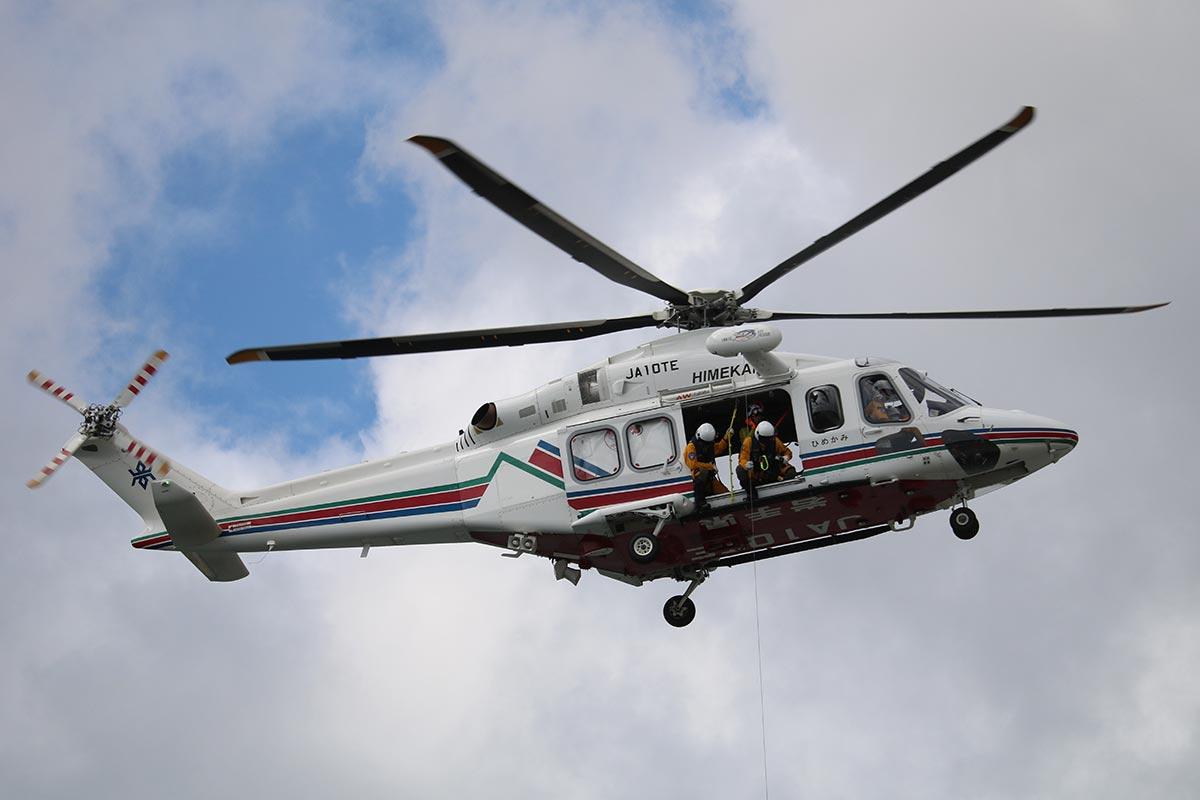 県防災航空隊が運航する防災ヘリ「ひめかみ」