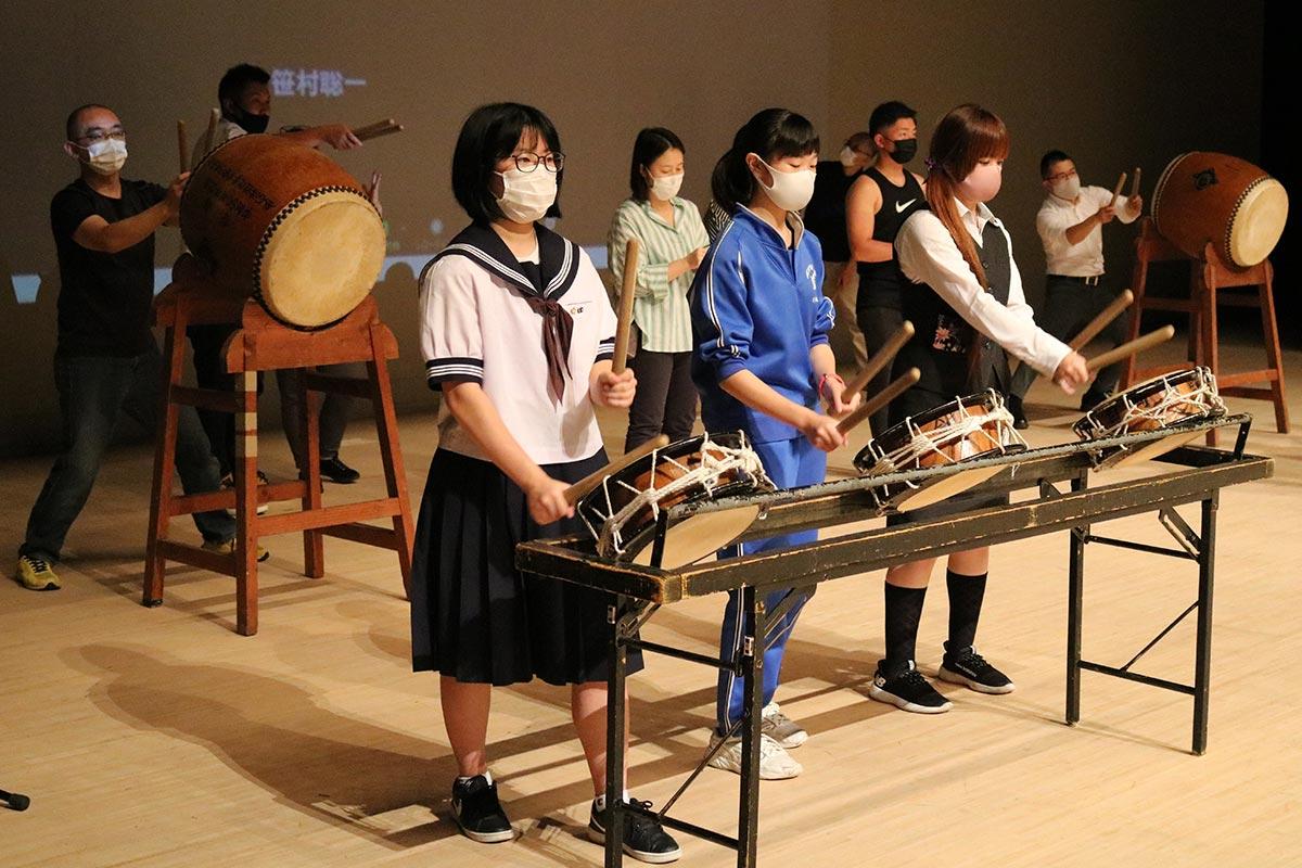 中高生や社会人で結成するお囃子隊。太鼓や笛の音で釜石の元気を発信する