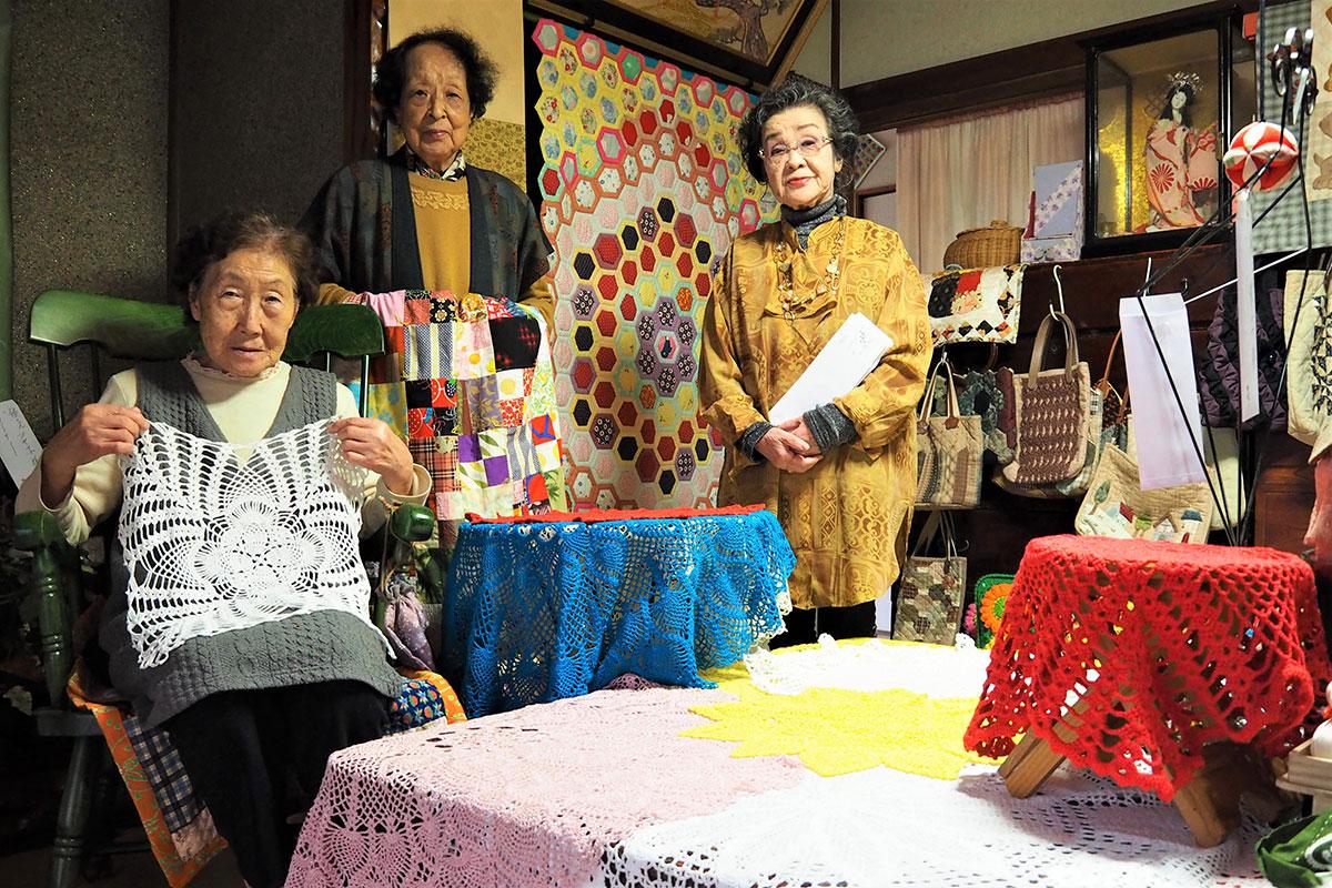 おひろめ会の実現に力を合わせた(左から)岩間さん、阿部さん、高坂さん