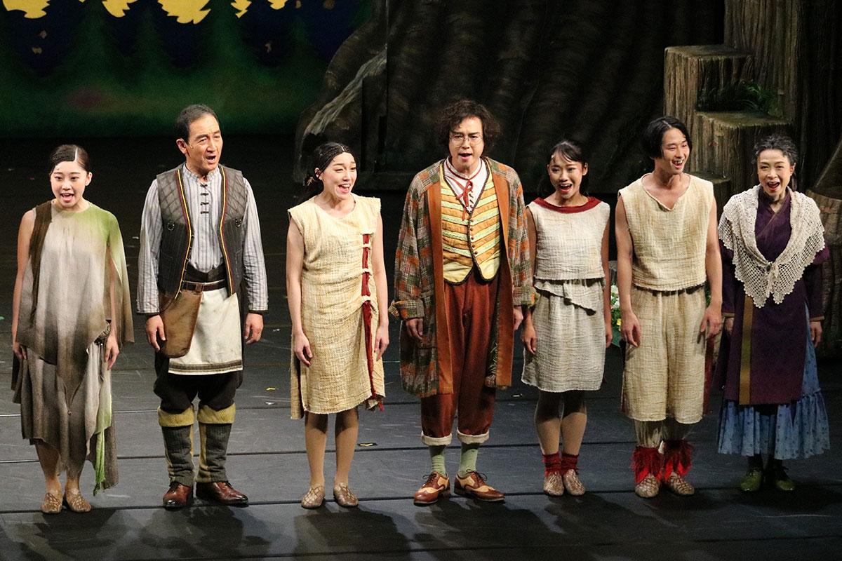 ギーコ役を演じた菊池正さん(左から2人目)