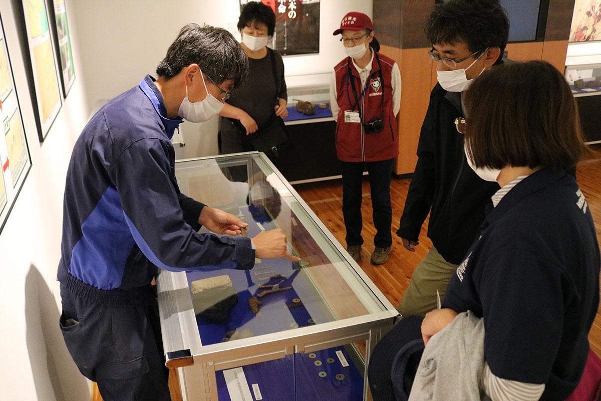 出土した遺物は橋野鉄鉱山インフォメーションセンターで公開中