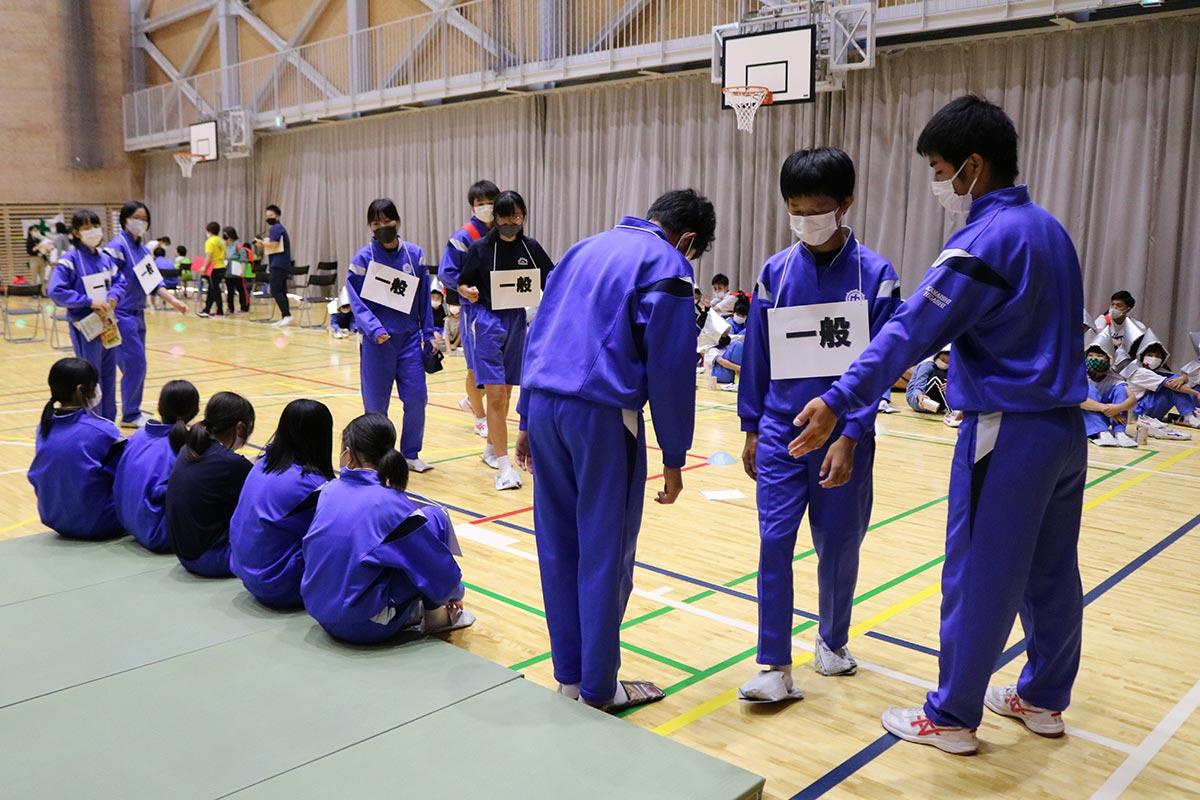 中学生の行動は小学生に「将来、自分たちも」と思わせる模範