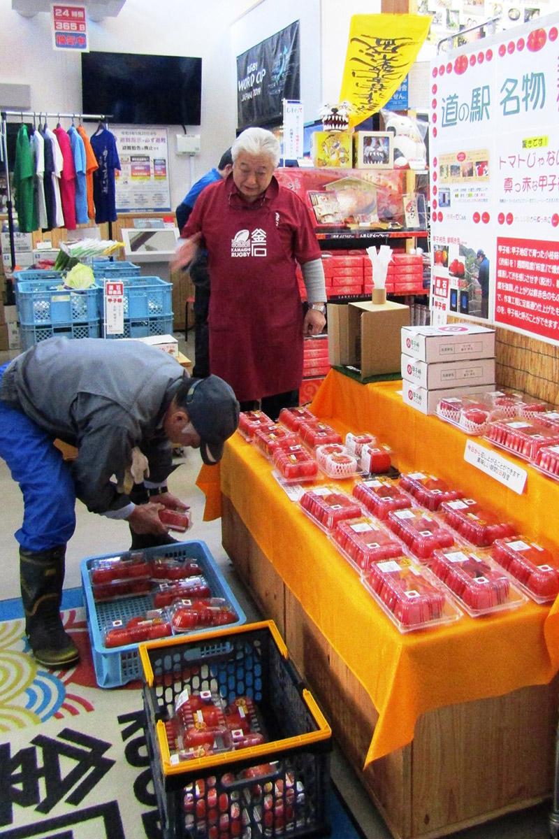 生産者が持ち込んだ甲子柿が並ぶ道の駅釜石仙人峠=写真:同駅撮影