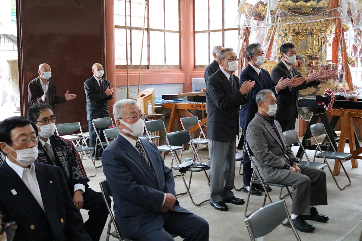 新型コロナ感染症の収束などを祈る参列者