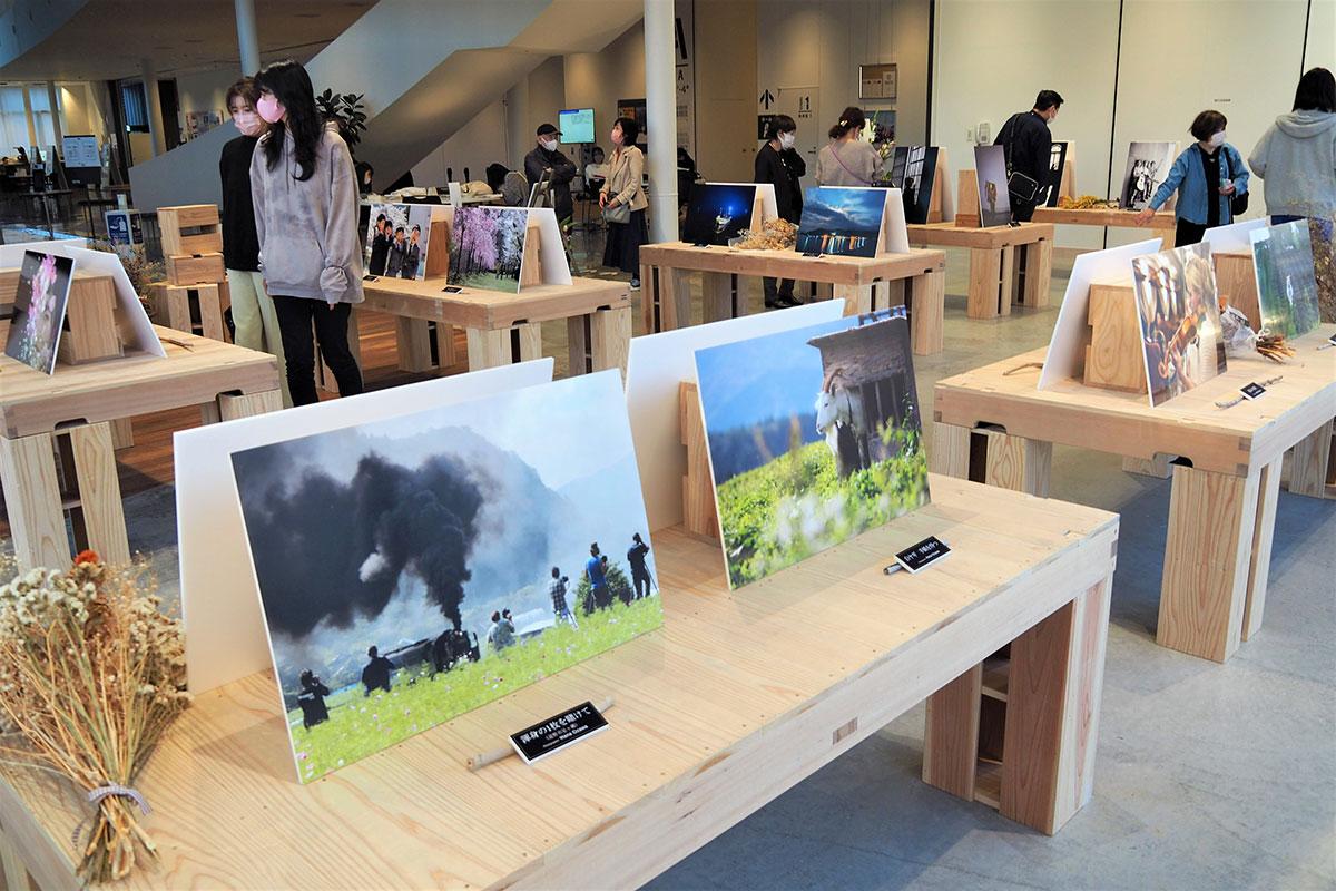 釜石市民ホールギャラリーで開かれているhanaさんの作品展